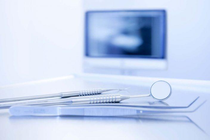 Fotograf für Praxisfotografie in Aschaffenburg: Authentische Fotoaufnahmen Ihrer Zahnarztpraxis, die Vertrauen schaffen. Praxisfotografie Aschaffenburg.